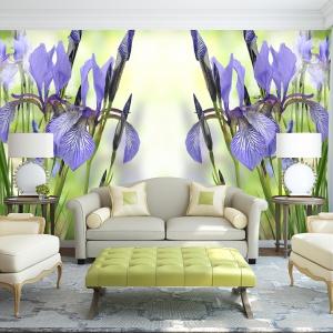 Fototapeta z motywem kwitnących kolorowych kwiatów dodaje aranżacji wnętrza wiosennej atmosfery. Fot. Livingstyle.