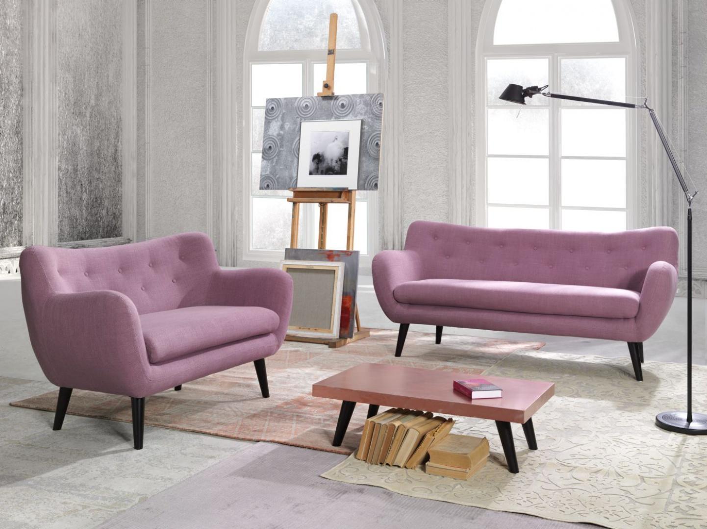 Sofa George. Mebel posiada stylowy wygląd. Świetnie sprawdzi się zarówno w salonie stylowym, jak też nowoczesnym. Fot. Bydgoskie Meble