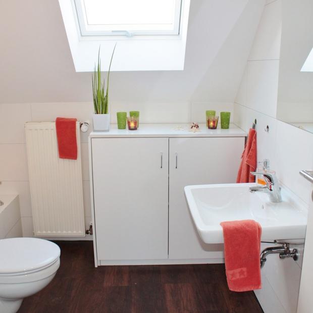 Co sprawdzi się zamiast płytek ceramicznych do łazienki?