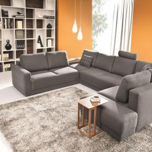 Modułowa kolekcja MOD Etap Sofa łączy mocne, zwarte bryły z nowoczesnym designem. Poszczególne moduły wyposażono w dodatkowe rozwiązania np. praktyczne półki i schowki. Fot.Etap Sofa