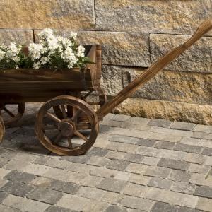 Elementy Solido Bruk-Bet przeznaczone są do wznoszenia ogrodzeń oraz wszelkiego rodzaju murków w ogrodzie. Fot. Bruk-Bet