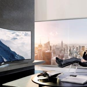 Telewizory Samsung Ultra HD gwarantują wysoką rozdzielczość obrazu UHD (4K) – aż czterokrotnie większą niż w przypadku Full HD. W telewizorach SUHD, takich jak np. KS9000 większe zagęszczenie pikseli oraz technologie Quantum Dot i HDR zapewniają intensywne barwy oraz dynamiczny obraz. Fot.  Samsung