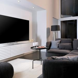 Model KS8000 z najnowszej linia telewizorów Samsung SUHD ma dodatkowo funkcję Supreme Motion, dzięki której obraz zachwyca swoją naturalną płynnością. Fot. Samsung