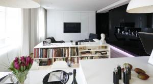 Mieszkanie w ponadstuletniej kamienicy jestnowoczesne, urządzone minimalistycznie i nade wszystko funkcjonalne.