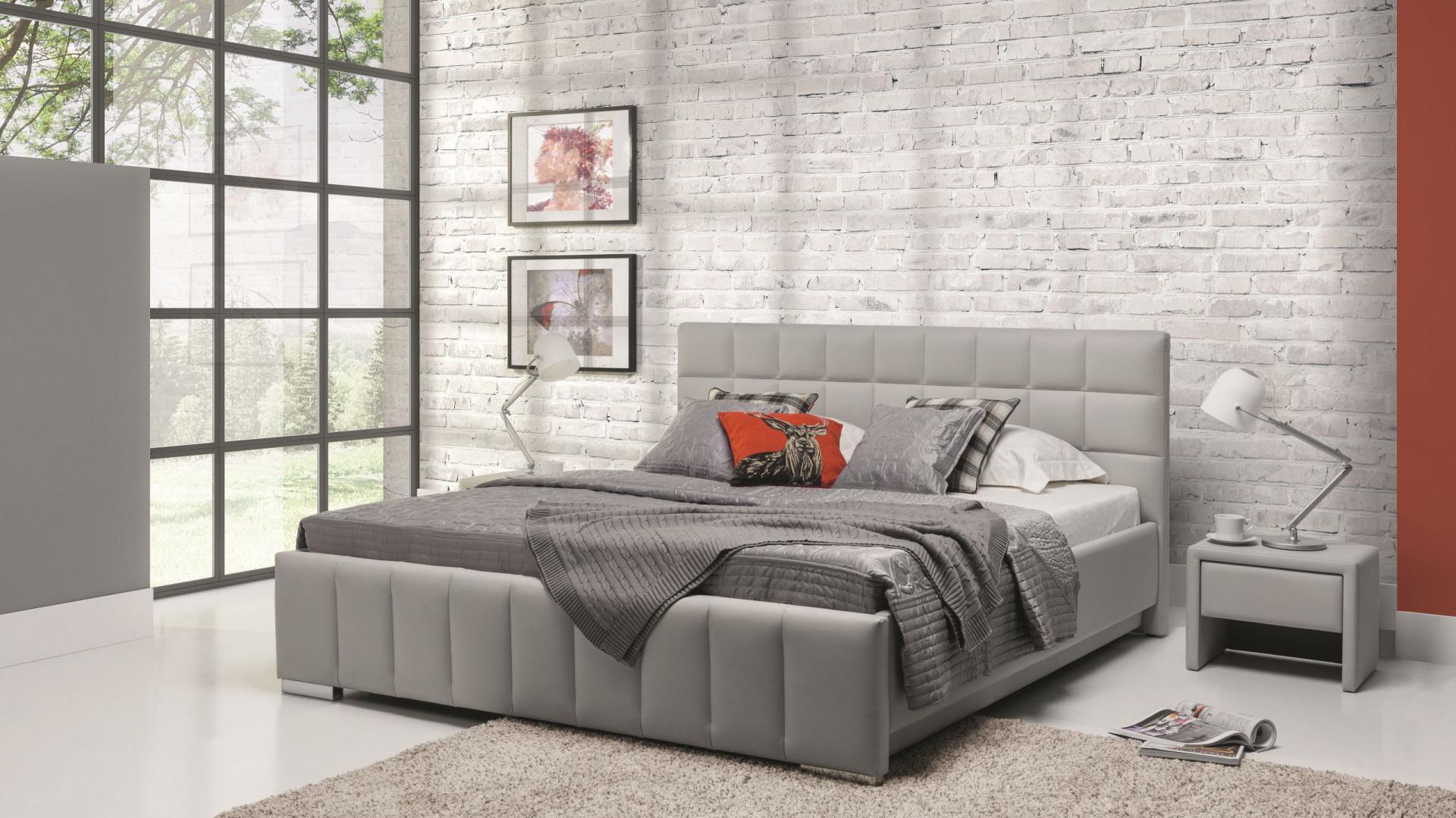 Nowoczesne, a jednocześnie niezwykle eleganckie szare łóżko Kalipso marki New Elegance Furniture z tapicerowanym zagłówkiem. Fot. New Elegance Furniture