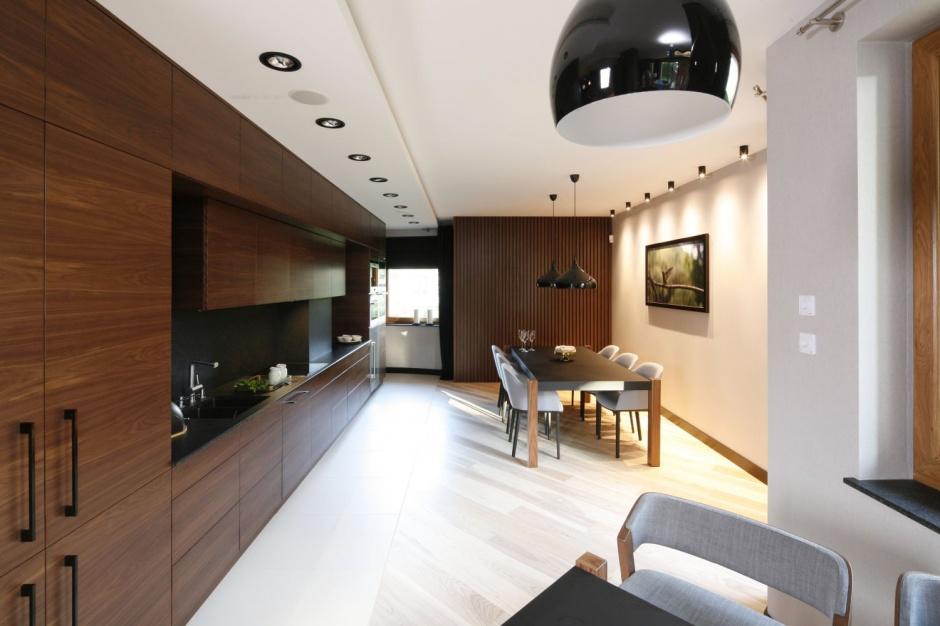 Po modernizacji domu strefa Kuchnia w drewnie tania
