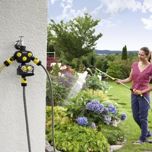 Lance spryskujące Kärcher to wygodne narzędzia do podlewania roślin w ogrodzie i na balkonie. Fot. Kärcher