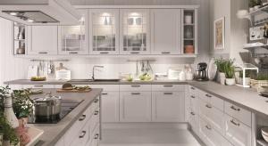 Styl klasyczny nigdy nie wychodzi z mody, a kuchnia urządzona w tej estetyce jest przytulna i pełna domowego klimatu.