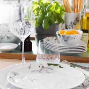 Uzupełnieniem kolekcji są szklane, grawerowane kieliszki. Fot. Fyrklovern