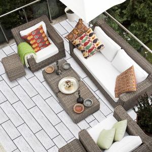 Betonowe płyty tarasowe Linea zachwycają eleganckim kształtem i barwą, przywodzącą na myśl skałę wapienną. Fot. Polbruk Linea