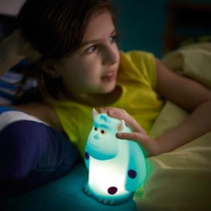"""Nocne potwory przegoni sympatyczny potwór Sully z kreskówki """"Potwory i Spółka"""". Fot. Philips Lighting"""