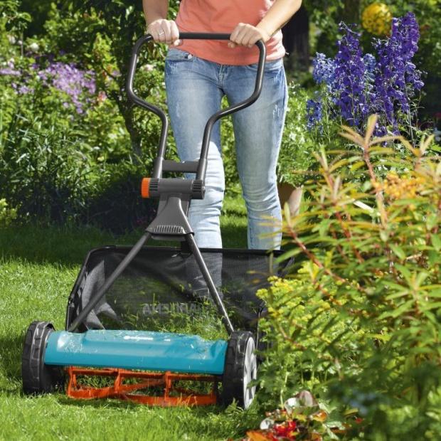 Porządki w ogrodzie: radzimy jak wybrać kosiarkę
