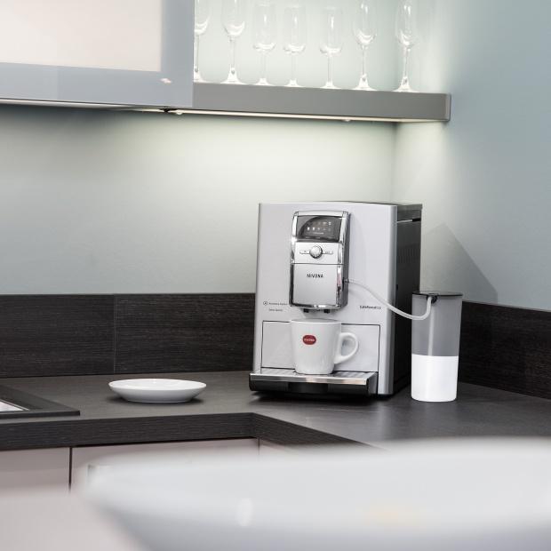 Małe AGD w kuchni: praktyczny ekspres do kawy