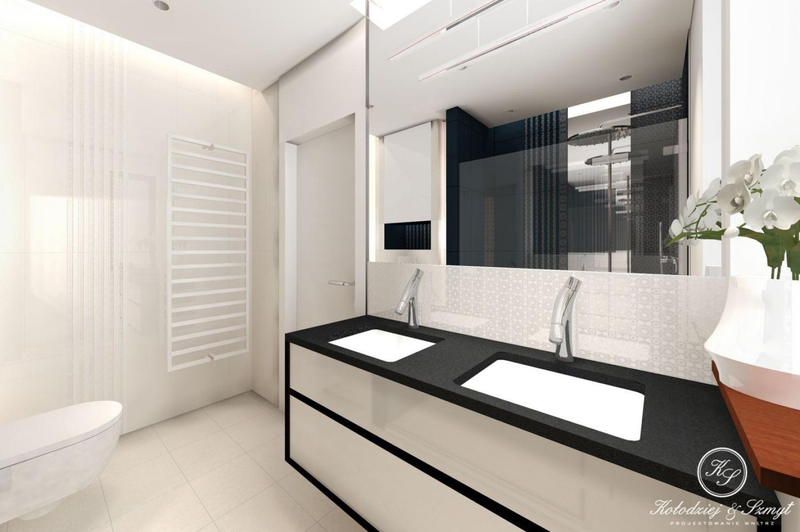Projekt łazienki w domu jednorodzinnym w Wilanowie. Łazienka jest w nowoczesnym stylu.Łazienka przy sypialni to elegancka biel z czernią. Projekt Kołodziej & Szmyt. Fot. Archiconnect.pl