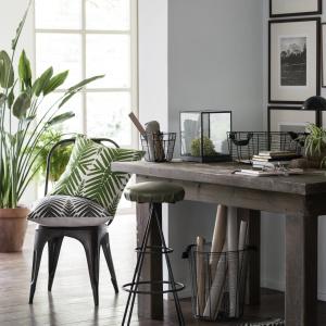 H&M Home - w najnowszych propozycjach tej marki żywa zieleń świetnie prezentuje się na tle zgaszonych szarości, beży i złamanych bieli.