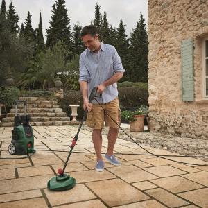 Za efektywne czyszczenie odpowiada dysza 3-w-1, które sprawdza się w przypadku mycia różnorodnych powierzchni, m.in. drewna, plastiku, betonu, płytek i wielu, wielu innych. Fot. Bosch