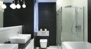 Nawet w najmniejszej łazience można urządzić modną strefę kąpielową z prysznicem. Do wyboru jest wiele propozycji producentów wyposażenia, a projektanci podpowiadająjak funkcjonalne zaplanować przestrzeń.