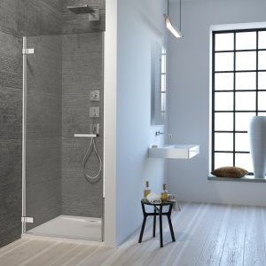 Nowoczesny prysznic: seria kabin, drzwi wnękowych i parawanów nawannowych