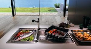 Wstrefie zmywania warto stosować rozwiązania ułatwiające codzienne prace. Wybór baterii z wyciąganą wylewkąułatwi napełnianie wodą wysokich naczyń czy wiaderka znajdującego się poza zlewozmywakiem.