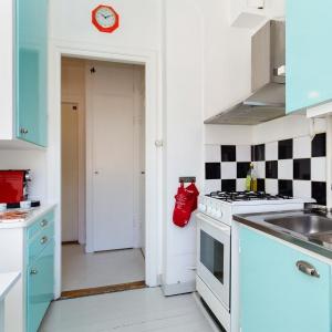 Kuchnia stanowi oddzielne pomieszczenie. Fot. Svenksfast.se