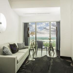 Apartament w Sky Tower, projekt wnętrza: 2kul INTERIOR DESIGN.