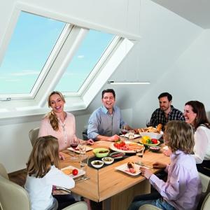 Nowa jakość poddasza z oknami dachowymi. Fot. Roto Okna Dachowe