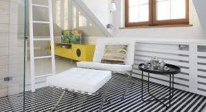 Wiosenny remont to doskonała okazja, aby zrobić to, co od dawna odkładaliśmy na potem - wykończyćpoddasze. Pod skosami można urządzić sypialnię, pokój pracy, łazienkę, a nawet ... wszytko razem.