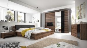 Przytulność sypialni nie musi oznaczać, że będzie to nudny pokój – wystarczy kilka modnych, interesujących detali, aby wnętrze stało się zarazem ciekawe i piękne.