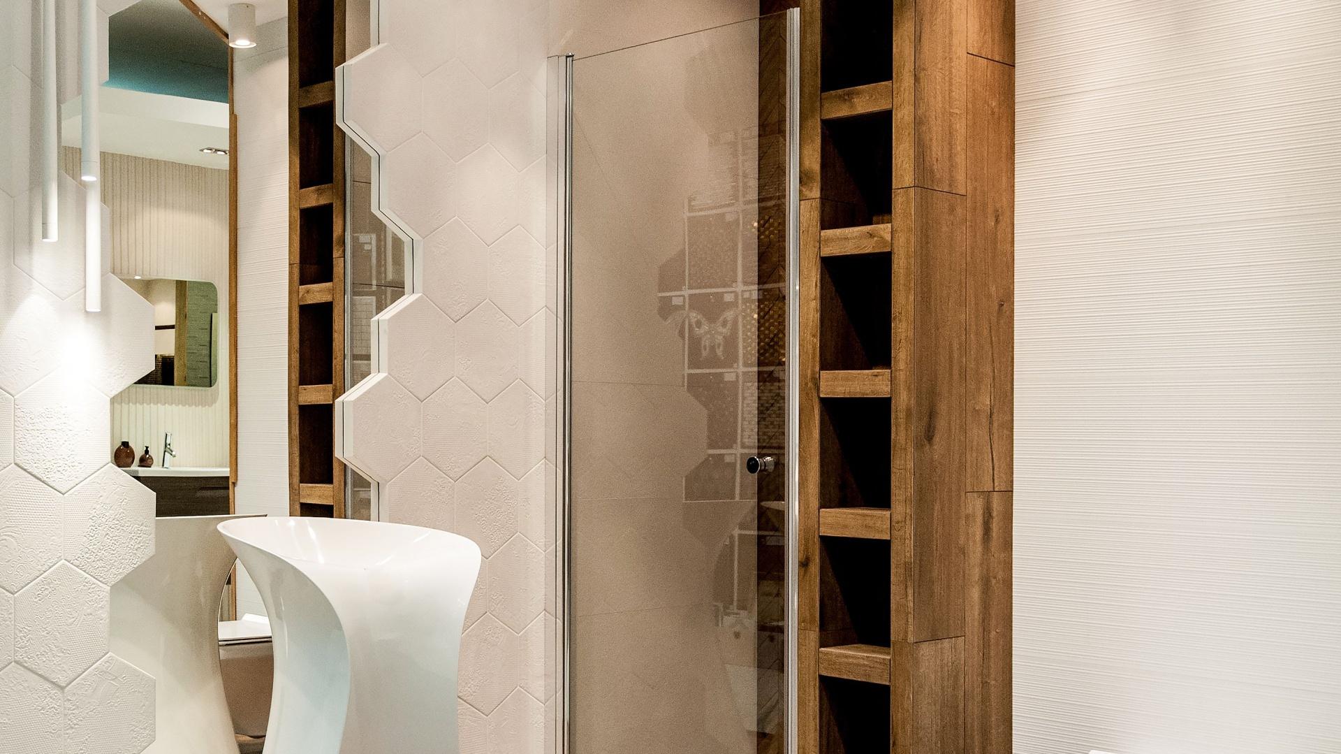 Planując oświetlenie łazienki, starajmy się równomiernie doświetlić całe pomieszczenie. Fot. Max-Fliz