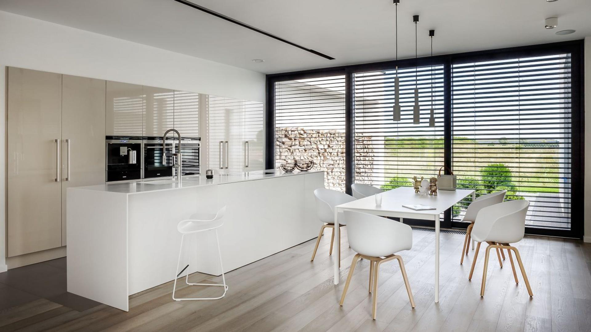 Model Z1 to minimalistyczne Kuchnia w kolorze kawy z mlekiem 5 propozyc   -> Kuchnia W Kolorze Kawa Z Mlekiem
