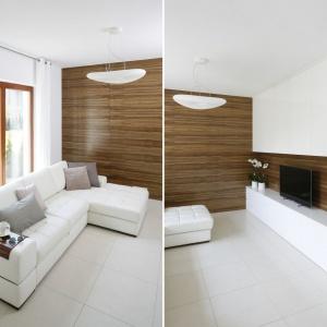 W jasnym eleganckim salonie ścianę pokrywa okładzina drewniana z poziomym rysunkiem drewna. Projekt: Agnieszka Ludwinowska. Fot. Bartosz Jarosz fornir.jpg