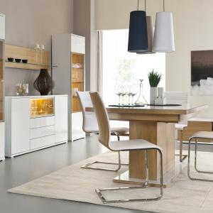 Meble do jadalni Bianco to połączenie bieli w wysokim połysku z minimalistycznym metalem i kolorami drewna. Fot. Paged