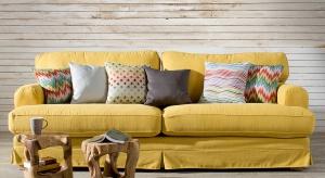 Szukacie sposobujak wizualnie ocieplić wnętrze, bez zmieniania koloru ścian czy wymiany mebli? Oto 5 praktycznych pomysłów.