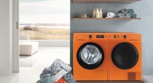 Sprzęt AGD nie musi być nudny! Białe pralki mają poważna konkurencję, bowiem na rynku pojawiły się modele w energetycznych kolorach: pomarańczowym i czerwonym.
