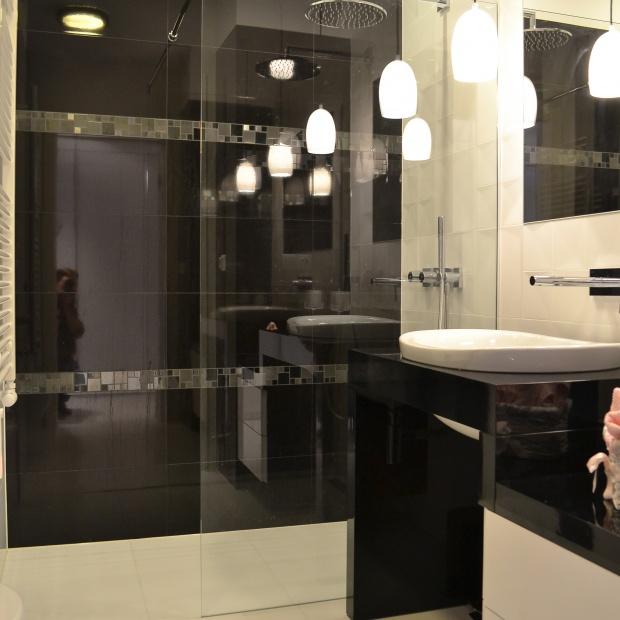 Mała łazienka z WC: zobacz jak ją zaaranżować