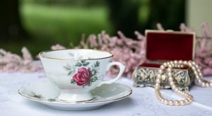 Zbliżające się święto – Dzień Matki, sprawia, że zaczynamy poszukiwać podarunku, który odpowiednio wyrazi nasze uczucia, jak np. sentymentalna filiżanka z polskiej porcelany.