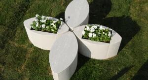 Betonowe meble stanowić mogą ciekawe uzupełnienie zarówno aranżacji ogrodu, jak i salonu.