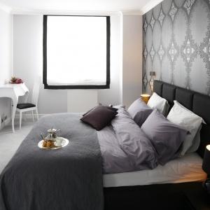 Luksusowa sypialnia dla dwojga: niewielka, ale bardzo szykowna. Projekt: Magdalena Smyk. Fot. Bartosz Jarosz