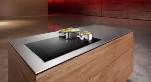 Siemens przedstawia nową płytę indukcyjną z trzema elastycznymi strefami gotowania. W wydobyciu najlepszych smaków pomogą sensory monitorujące każdą potrawę oraz inteligentne sterowanie Dual lightSlider.