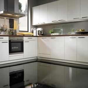 Płyta nośna (AquaProtect) o podwyższonej odporności na wilgoć i specjalne zabezpieczenie zamka olejem i woskiem sprawiają, że panele laminowane Wineo 550 można montować również w kuchni i łazience. Fot. Wineo
