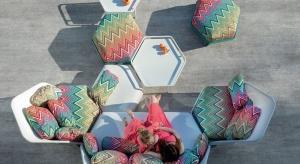 Meble na taras i do ogrodu mogą być równie efektowne, jak te do salonu. Najnowsza kolekcja francuskiej marki zachwyca kształtem i kolorami.