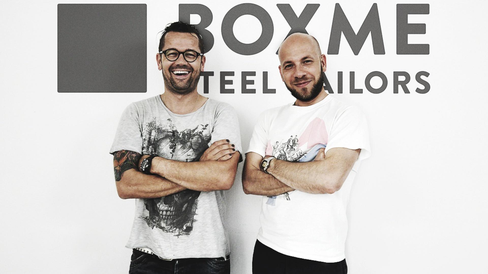 Marek Mielnicki oraz Wojtek Wysocki, projektanci i właściciele marki Boxme Steel Tailors, projektującej różne pomieszczenia z kontenerów. Fot. Archiwum projektantów