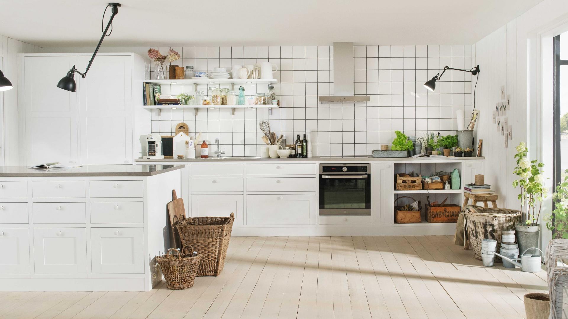 Białe meble kuchenne, jasna Kuchnia w stylu