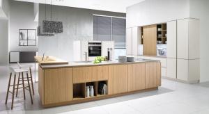 Wyspa kuchenna to praktyczny mebel, który można wykorzystać na wiele sposobów. Zobaczcie 5 modeli z otwartymi półkami.
