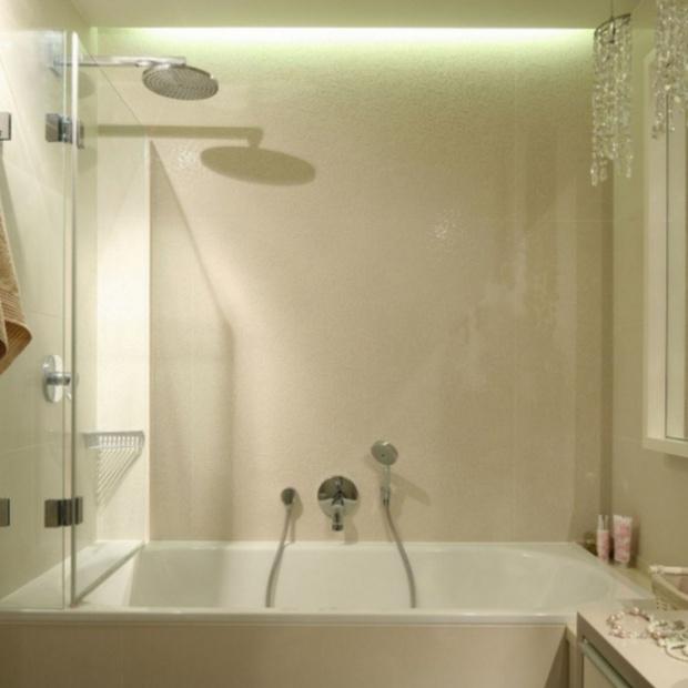 Wanna z parawanem: sprawdź jak urządzić małą łazienkę