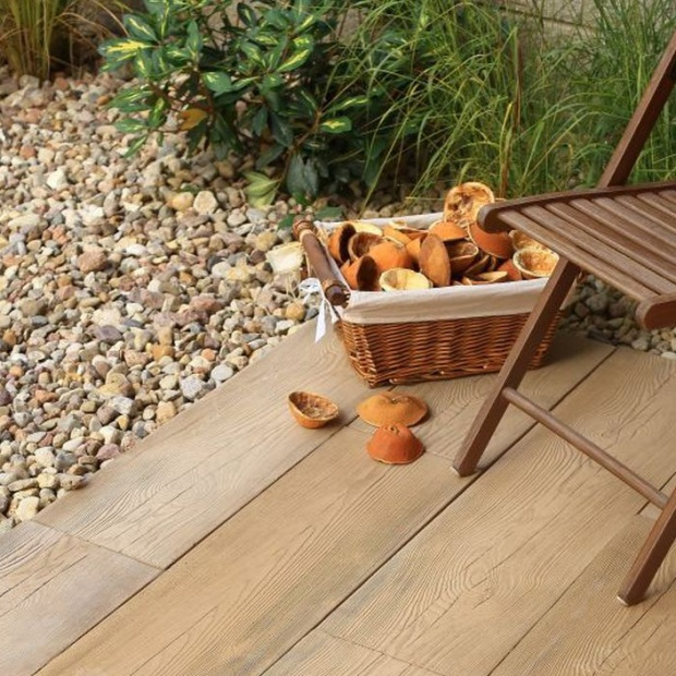 Płytki jak drewno: nowe płyty do ogrodu