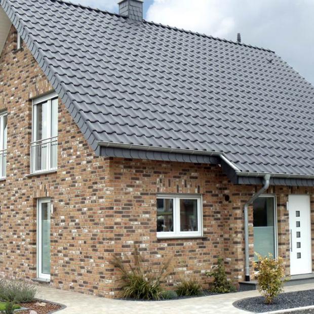 Modny dach: postaw na dachówkę ceramiczną