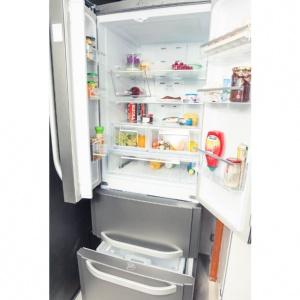 Marka Hotpoint z myślą o rodzinach stworzyła specjalny czterodrzwiowy model lodówki E4D AA SB C. Niewątpliwie jego cechą charakterystyczną jest oryginalny i przyciągający wzrok design. Fot. Hotpoint