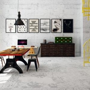 Podłoga w salonie: wybierz jasne płytki