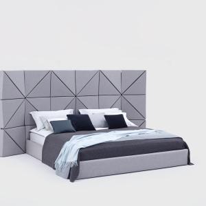 Floe to nowoczesne łóżko z wezgłowiem skomponowanym w oparciu o geometryczną dyscyplinę, układających się w trójwymiarze trójkątów. Fantazyjną formę tonuje stonowana kolorystyka. Projekt: Dorota Koziara. Fot. Comforty